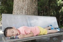 Trött sova för pojke Fotografering för Bildbyråer