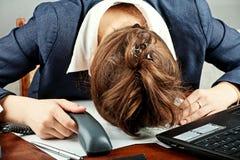 tröttad affärskvinna Royaltyfri Fotografi