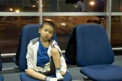 tröttat barn Arkivfoto