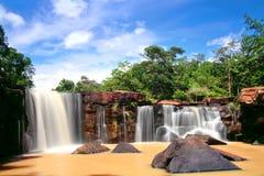 Trübestrom in der frühen Regenzeit bei Tat Ton Waterfall Stockbilder