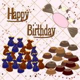 Trüffelsüßigkeiten und -kuchen mit Glückwünschen Geburtstag Lizenzfreie Stockfotos