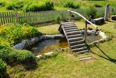 trä för trädgårds- damm för bro litet Royaltyfri Fotografi