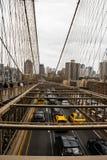 Tr?fico del puente de Brooklyn fotografía de archivo libre de regalías