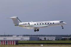 TR-KGM republiki Gabon Gulfstream G650-ER samolotu Kosmiczny lądowanie na pasie startowym Obrazy Royalty Free