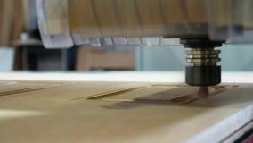 Tr?malning p? maskinen med CNC-closeupen arkivfilmer