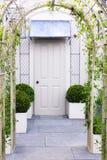 Tür mit Bogen Stockbild