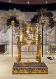 Trône de l'or de Tutankhamun photographie stock libre de droits