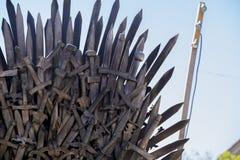 Trône de puissance, de fer fait avec des épées, scène d'imagination ou étape rec Photographie stock libre de droits