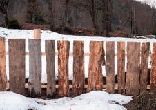 Tr?staket med snow royaltyfria bilder