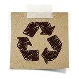 A tração da mão recicl o sinal recicl sobre o papel Imagens de Stock Royalty Free