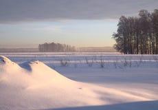Tração da neve na planície do inverno fotos de stock royalty free