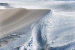 Tração da neve no dia ensolarado imagem de stock royalty free