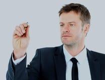 Tração do homem de negócio com o marcador no espaço vazio da cópia isolado no branco Imagem de Stock