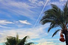 Traço do combustível dos aviões de lutador no céu azul turco Fotografia de Stock