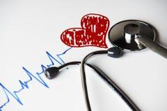 Traço do pulso com coração vermelho e o estetoscópio médico Fotos de Stock Royalty Free