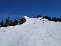 Traços da neve sobre Alp Mountain fotos de stock royalty free