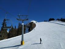 Traços da neve sobre Alp Mountain foto de stock