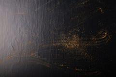 Traços de especiarias no fundo preto Foco seletivo culinary imagem de stock