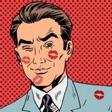 Traços de um beijo no pop art da cara do homem retro Fotografia de Stock