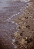 Traços do ser humano na areia Fotos de Stock Royalty Free
