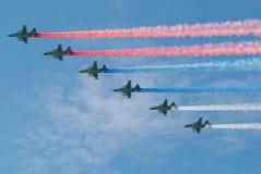 Traços dos aviões do russo como a bandeira tricolor Fotos de Stock