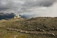 Traînée au sommet de la montagne de siffleurs Photographie stock