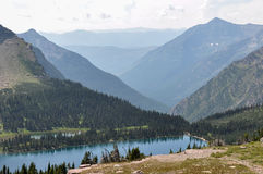 Traînée cachée de lac, parc national de glacier, Montana, Etats-Unis photos stock