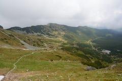 Traînée, crêtes et nuages en vallée de Gasienicowa Images libres de droits