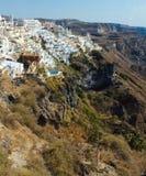 Traînée d'âne sur le flanc de coteau de Santorini photos stock
