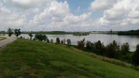 Traînée de la Nouvelle-Orléans par un lac images libres de droits