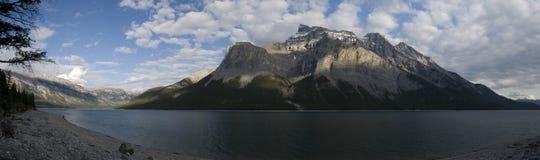 Traînée de Minnewanka de lac Photos stock