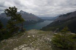 Traînée de Minnewanka de lac Photographie stock libre de droits