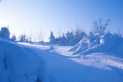 Traînée de motoneige dans la neige Image stock