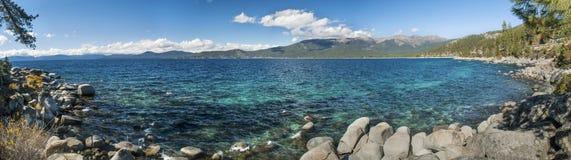 Traînée de plage cachée par lac Tahoe photo stock