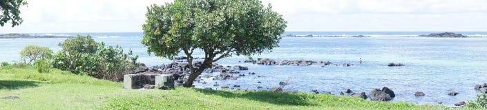 Traînée de touristes le long de la côte de l'Océan Indien sur l'île des Îles Maurice photographie stock