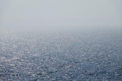 Traînée en mer de bateau de croisière photos stock