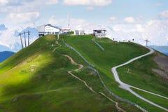 Traînée inclinée de X-line de cyclistes de montagne de Schattberg-Ost, Saalbach-Hinterglemm Image stock