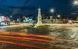 Traînée légère TUGU JOGJA ou monument de Yogyakarta en heures bleues photo libre de droits
