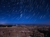 Traînées d'étoile au-dessus de Bryce Canyon photos libres de droits