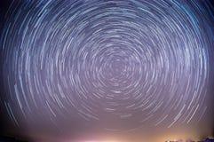 Traînées d'étoiles au-dessus de désert israélien Photos stock