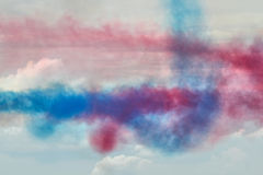 Traînées de fumée de RAF Red Arrows Display Photo stock