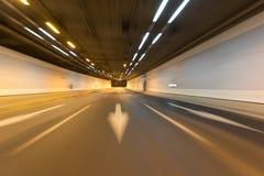 Traînées de lumière dans le tunnel Photographie stock