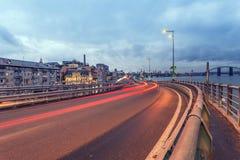 Traînées de lumière de voiture et paysage urbain Images stock