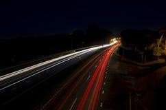 Traînées de lumière de voiture sur l'autoroute Photo libre de droits