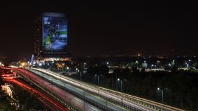 Traînées de lumière de secteur bleu Islamabad Photos stock