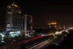 Traînées de lumière de secteur bleu Islamabad photos libres de droits