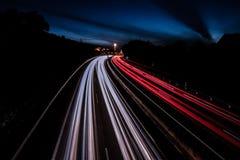 Traînées légères spectaculaires sur la route dans Ténérife images stock