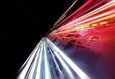 Traînées rapides superbes de lumière photographie stock
