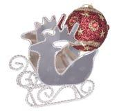 Traîneau en métal avec la boule rouge Photos libres de droits