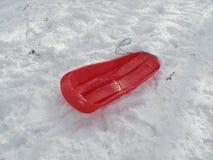 Traîneau rouge dans la neige Photographie stock